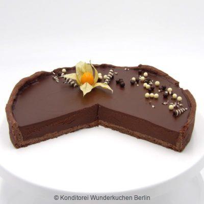 Tarte Schoko angeschnitten. Online Shop und Lieferservice Kuchen Torten Berlin.