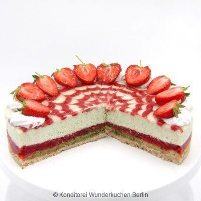 Erdbeer Basilikum Torte saisonal. Online Shop und Lieferservice Kuchen Torten Berlin-