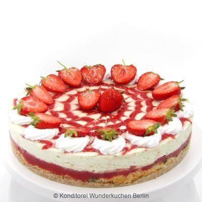 Erdbeer Basilikum Torte saisonal. Online Shop und Lieferservice Kuchen Torten Berlin.